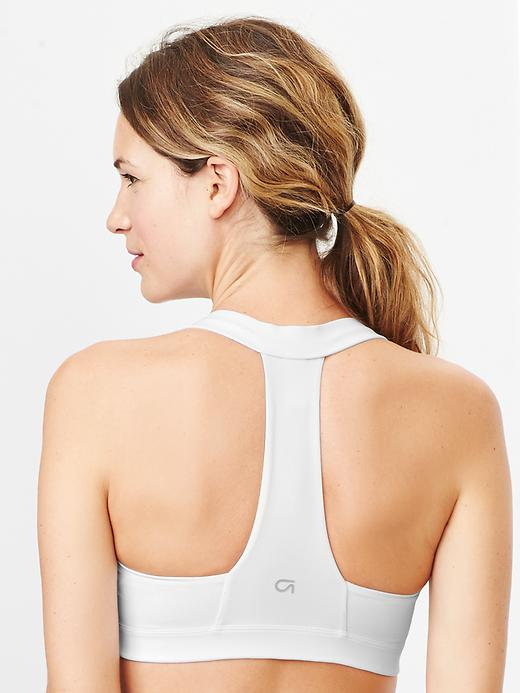 Medium impact T-back sports bra | Gap