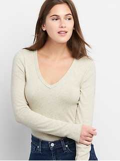 Modern Long Sleeve V-Neck T-Shirt
