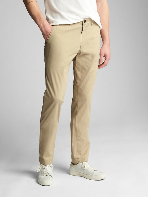 Gap Men's Wearlight Khakis in Slim Fit