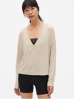 GapFit Breathe Deep V-Neck Pullover Top