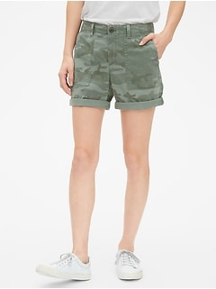 "5"" Girlfriend Chino Shorts in Camo Print"