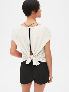 GapFit Breathe Tie-Back Stripe Detail Top