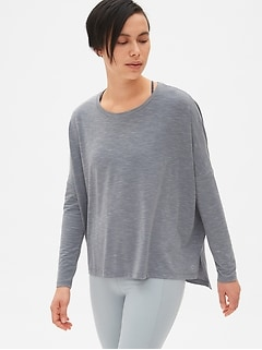 GapFit Breathe Long Sleeve Step-Hem T-Shirt