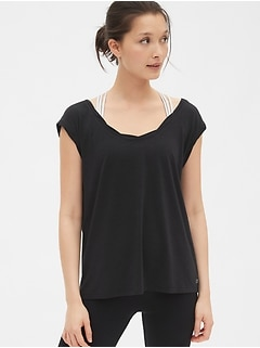 GapFit Breathe Twist-Detail T-Shirt