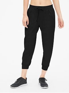 GapFit Hiking Capris